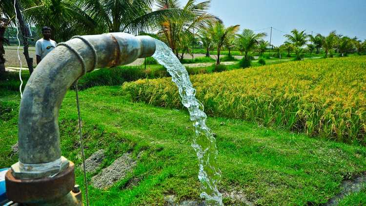 India-Plans-to-Convert-Water-Pumps-from-Diesel-to-Solar.jpg